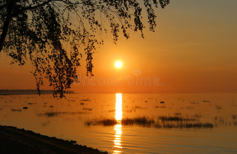 Download Coucher Du Soleil Dans L'eau Photo stock - Image du lumineux, excessif: 76084780