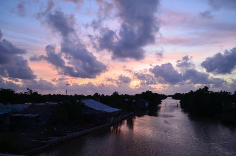 Coucher du soleil dans la campagne - du sud du Vietnam image libre de droits