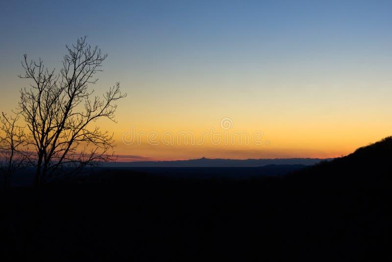Coucher du soleil dans la vallée images libres de droits