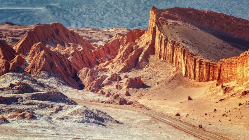 Coucher du soleil dans la vallée de la lune, dans le désert de San Pedro De photos libres de droits