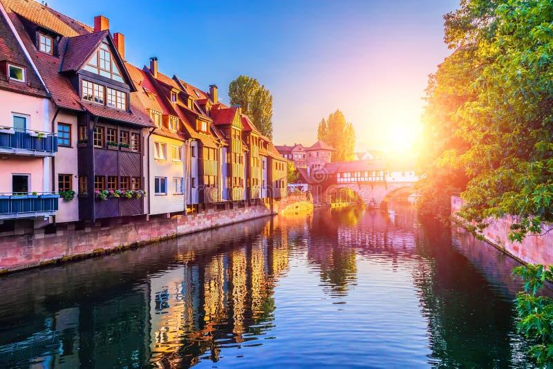 Coucher du soleil dans la vieille ville de Nurnberg, Allemagne photos stock