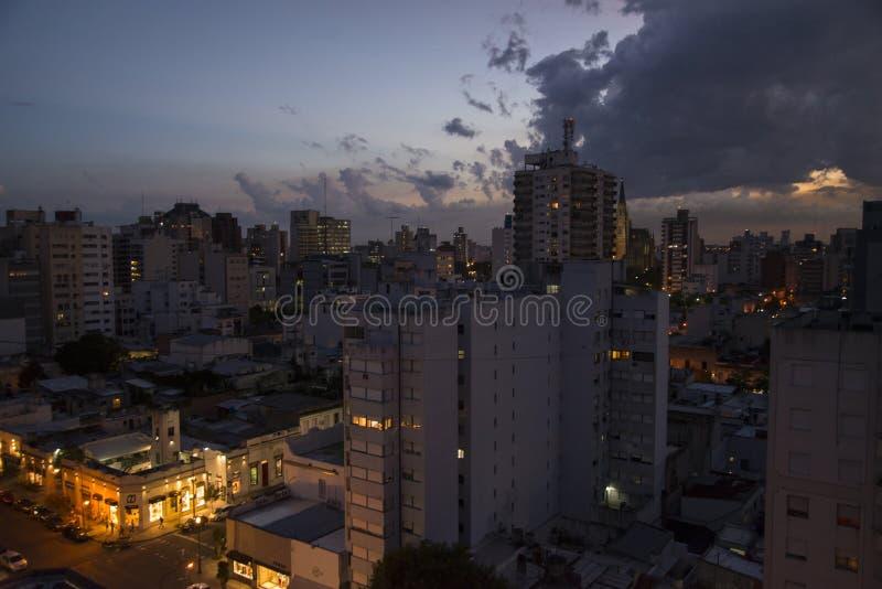 Coucher du soleil dans la ville et le x28 ; 3& x29 ; photographie stock