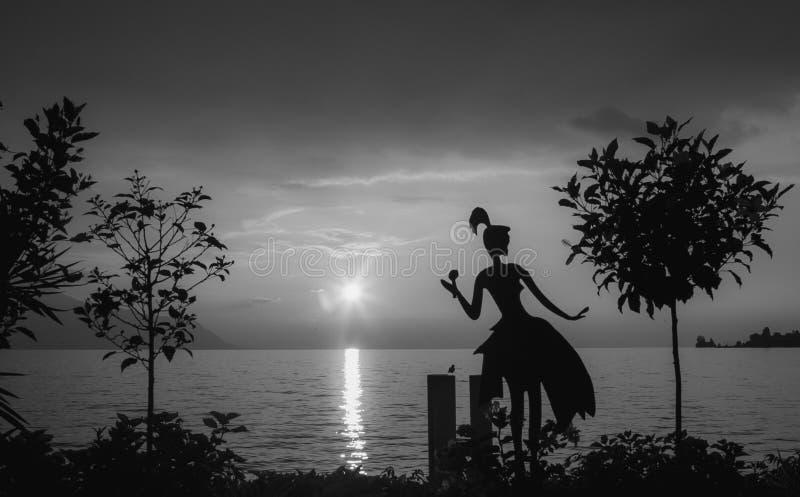 Coucher du soleil dans le lac geneva photos libres de droits