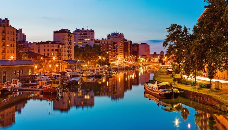 Coucher du soleil dans le port Sauveur, Toulouse, France image libre de droits