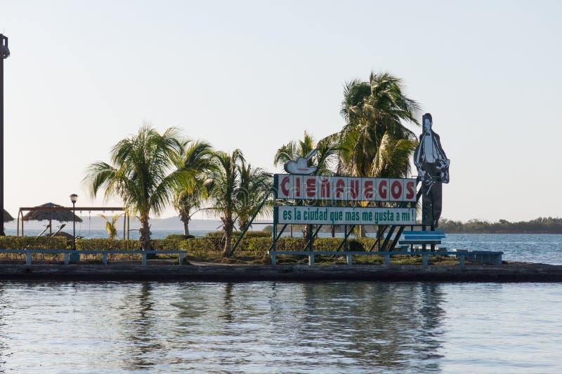 Coucher du soleil dans le remblai d'EL Prado de paseo de la mer des Caraïbes dans Cienfueg photo libre de droits