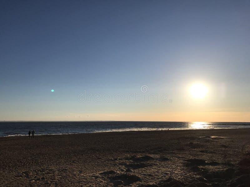 Coucher du soleil dans le St Petersbourg image libre de droits