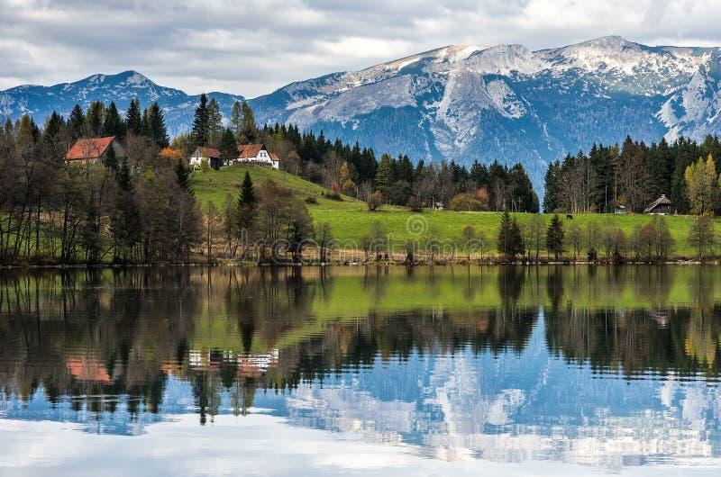 Coucher du soleil dans les Alpes photos libres de droits