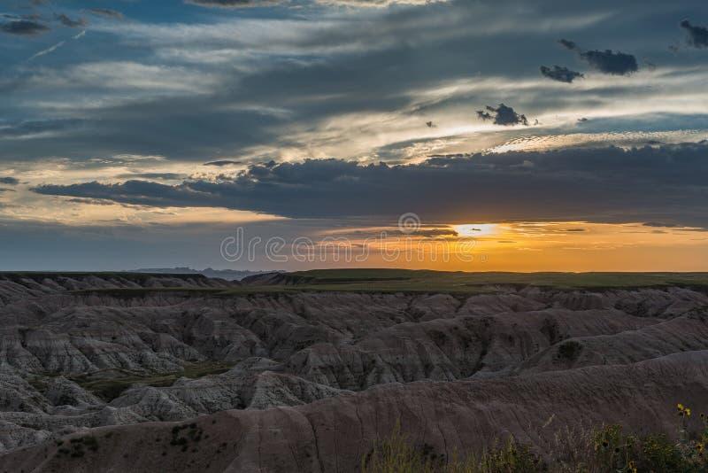 Coucher du soleil dans les bad-lands photos libres de droits