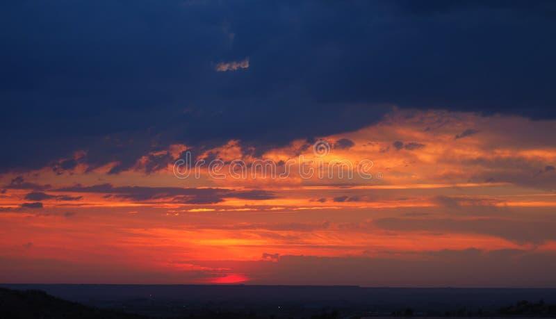 Coucher du soleil dans les montagnes de Mollerussa, Lérida photo libre de droits