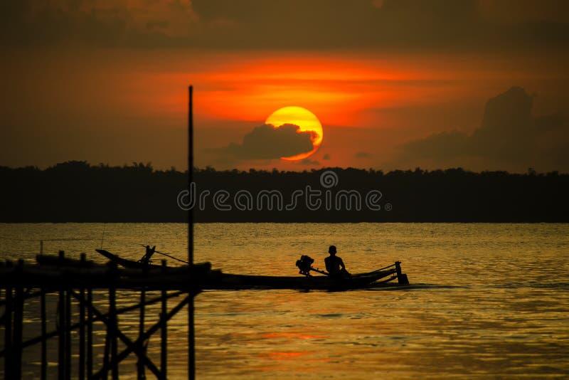 Coucher du soleil dans Madura image stock