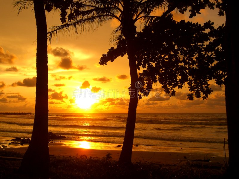 Coucher du soleil dans Miri, Sarawak photos stock