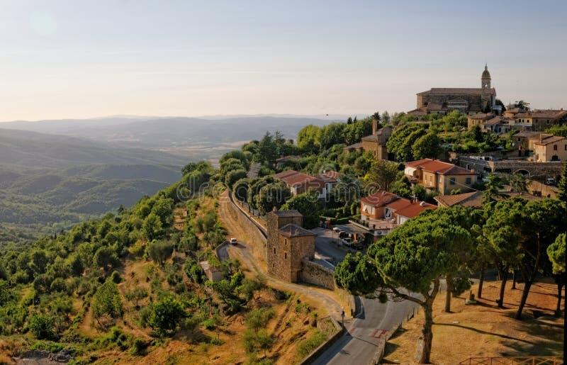 Coucher du soleil dans Montalcino images libres de droits