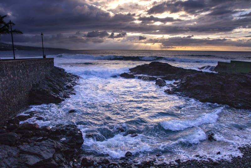 Coucher du soleil dans Tenerife Les Îles Canaries images libres de droits