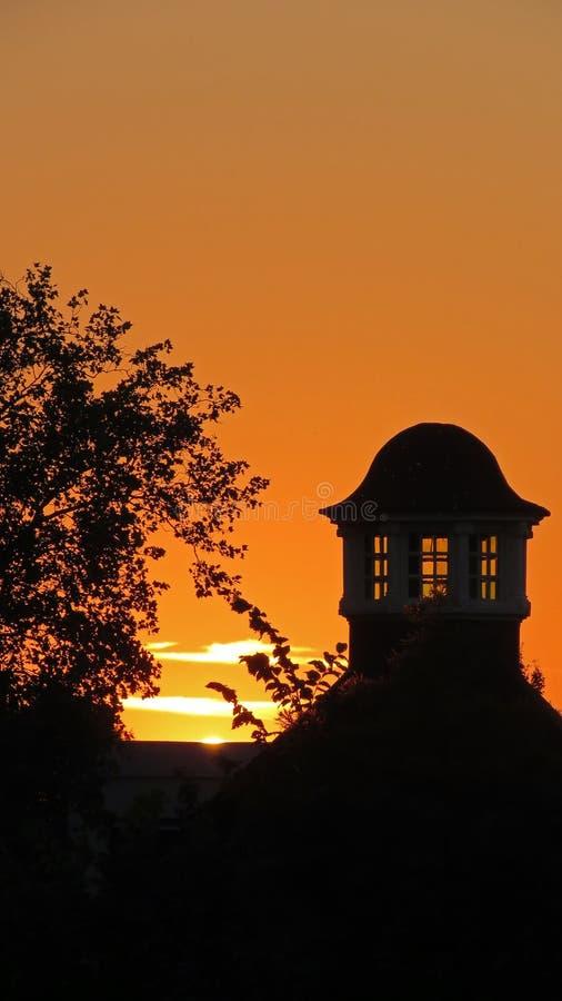 Coucher du soleil dans Volkspark à Enschede photos stock