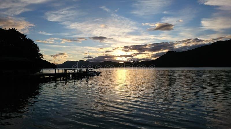 Coucher du soleil de baie de Kumutoto photographie stock