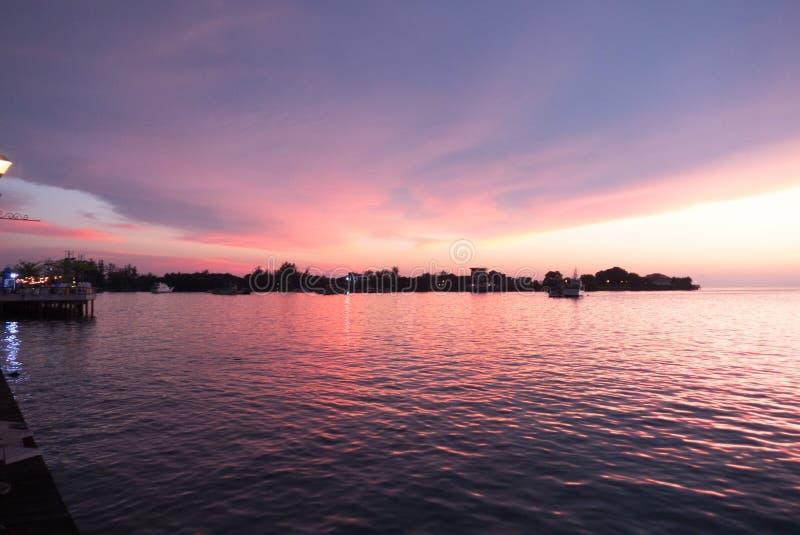 Coucher du soleil de bord de mer de Kota Kinabalu images stock