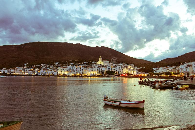 Coucher du soleil de Cadaques Romantisme en mer Méditerranée La villa image libre de droits