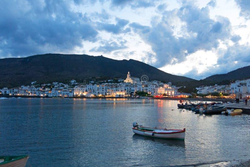 Coucher du soleil de Cadaques Romantisme en mer M?diterran?e Le village de Salvador Dali, en Costa Brava, Gerona, Catalogne, Espa images libres de droits