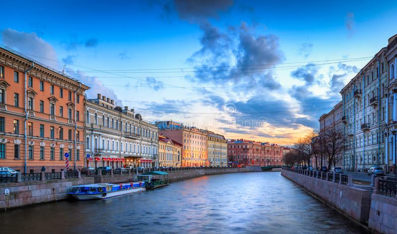 Download Coucher Du Soleil De Canal De Moïka Image stock - Image du orthodoxe, horizontal: 76086101