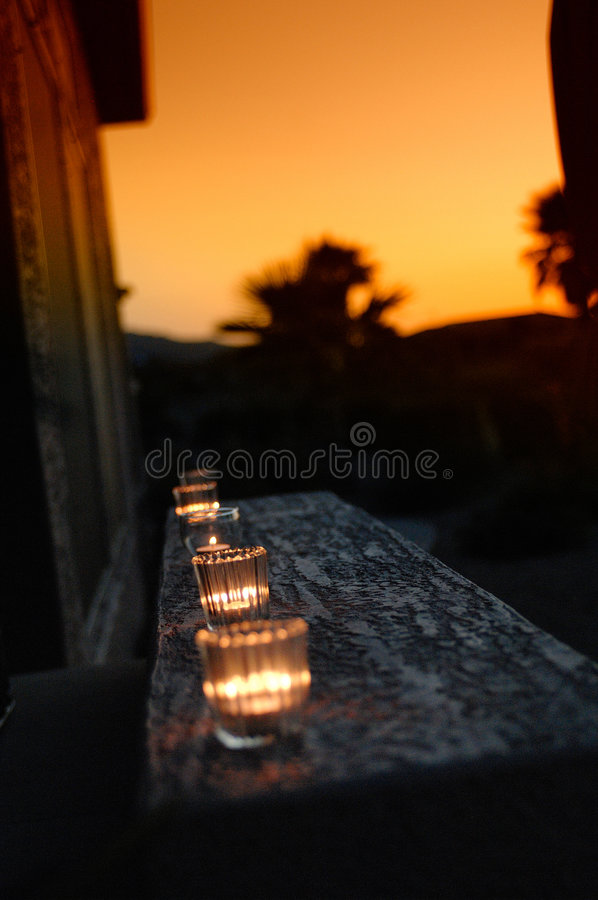 Coucher du soleil de Candle+warm photographie stock