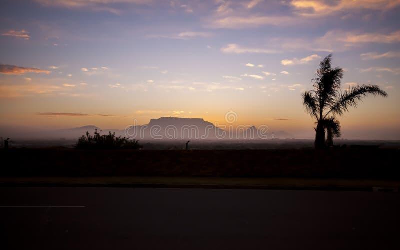 Coucher du soleil de Cape Town de montagne de Tableau image libre de droits