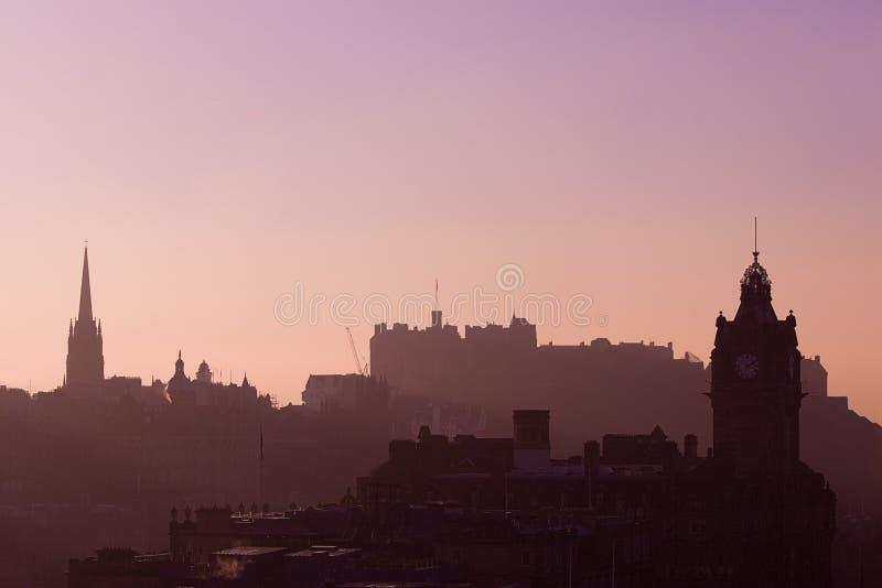 Coucher du soleil de château d'Edimbourg   photographie stock libre de droits