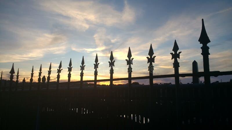 Coucher du soleil de cimetière photo stock