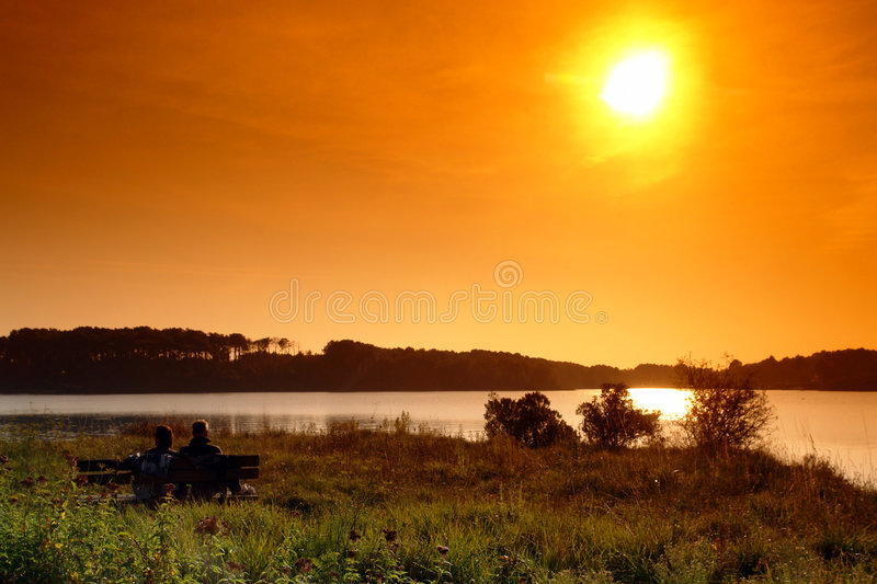 coucher du soleil de couples de brittany photo stock
