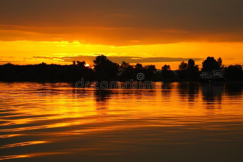 Coucher du soleil de Danube photo libre de droits
