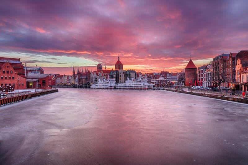 Coucher du soleil de Danzig sur la rivière de Motlawa, Pologne, vue d'hiver image stock