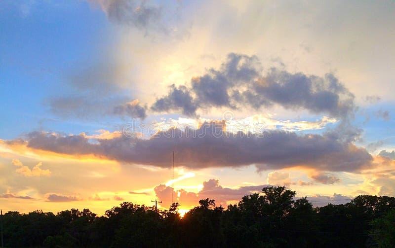 Coucher du soleil de dessus de toit image libre de droits