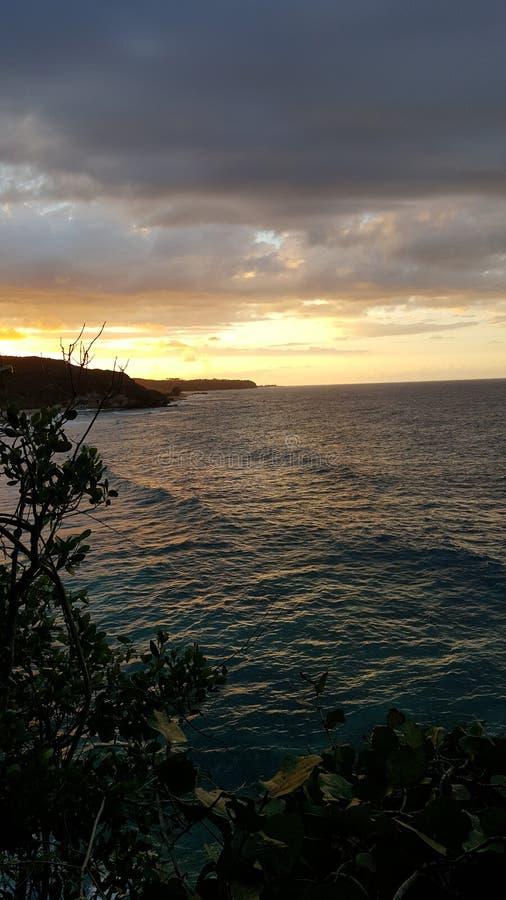 Coucher du soleil de falaise images libres de droits