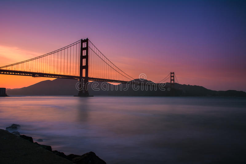 Coucher du soleil de golden gate bridge image libre de droits