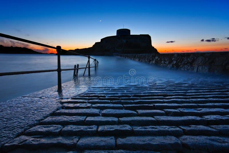 Coucher du soleil de Grey Guernsey de fort image stock