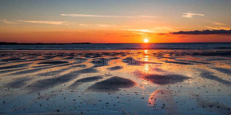 Coucher du soleil de Guernesey image libre de droits