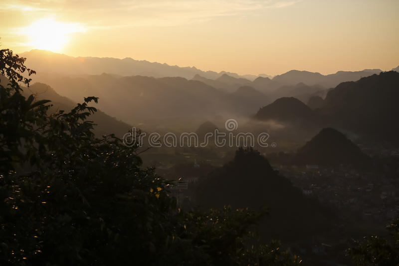 Coucher du soleil de Ha Giang photo stock