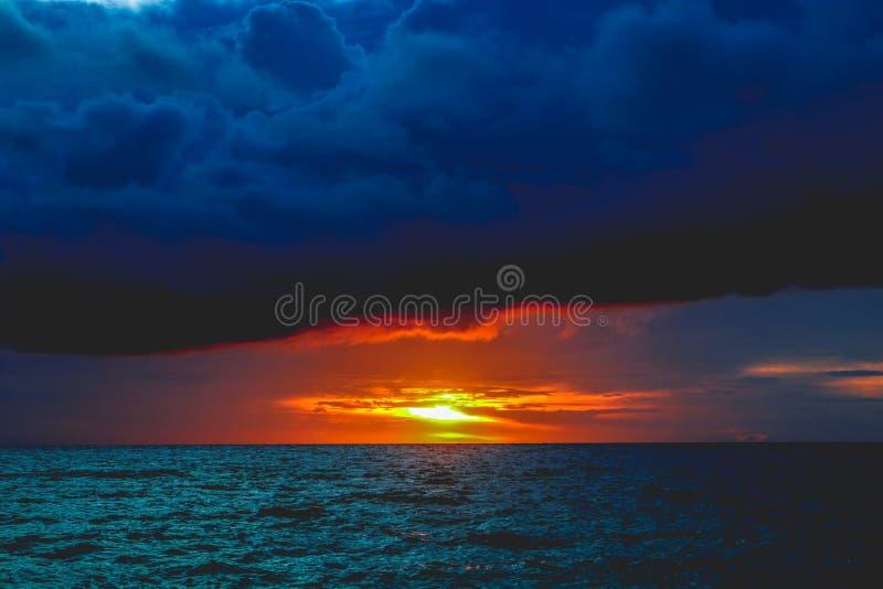 Coucher du soleil de Hinugtan images stock