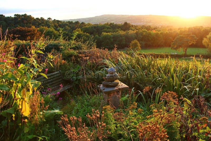 Coucher du soleil de jardin images stock