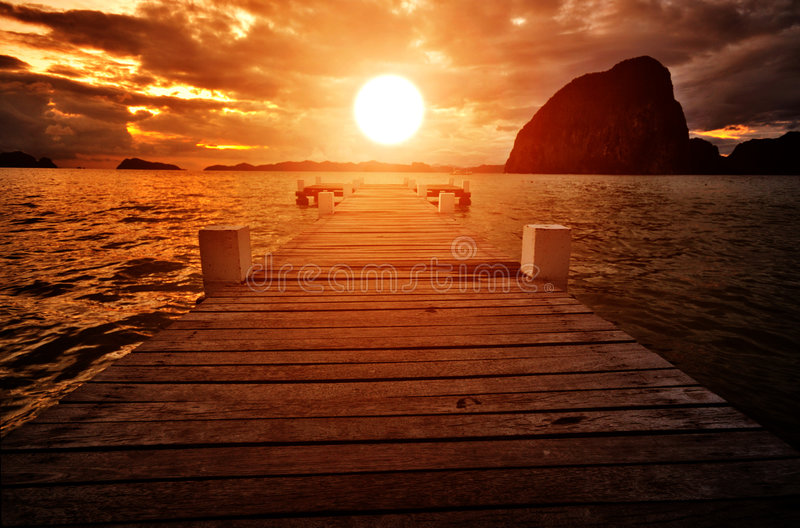 coucher du soleil de jetée photo stock
