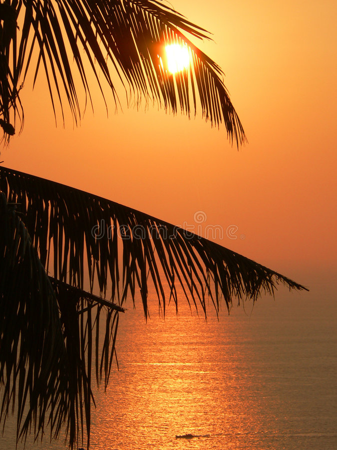 Coucher du soleil de l'Asie, mer d'Andaman. images libres de droits