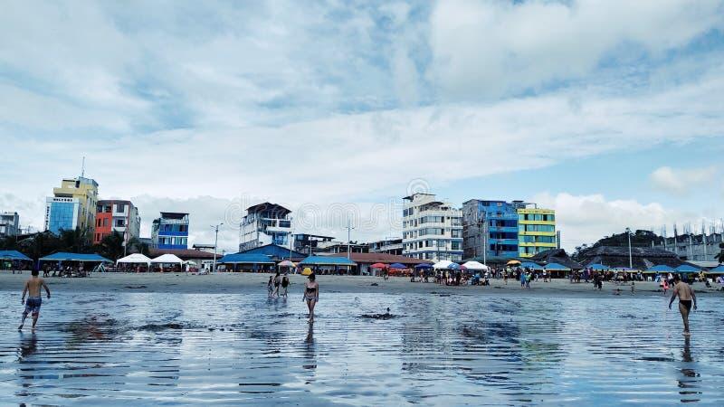 Coucher du soleil de l'Equateur de plage d'Atacames beau photographie stock