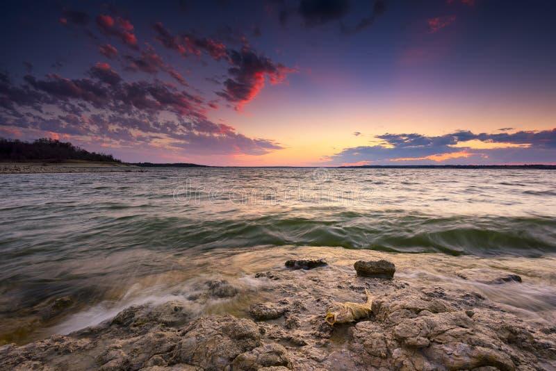 Coucher du soleil de lac Benbrook image libre de droits