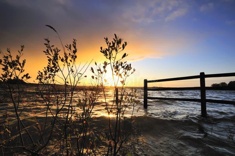 coucher du soleil de lac d'ennel photographie stock libre de droits