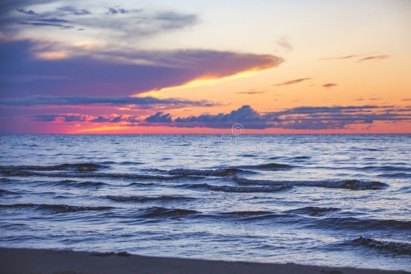 Coucher du soleil de lac onega Paysage de la Carélie images libres de droits