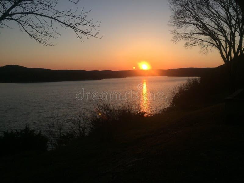 Coucher du soleil de lac rock de Tableau photo stock