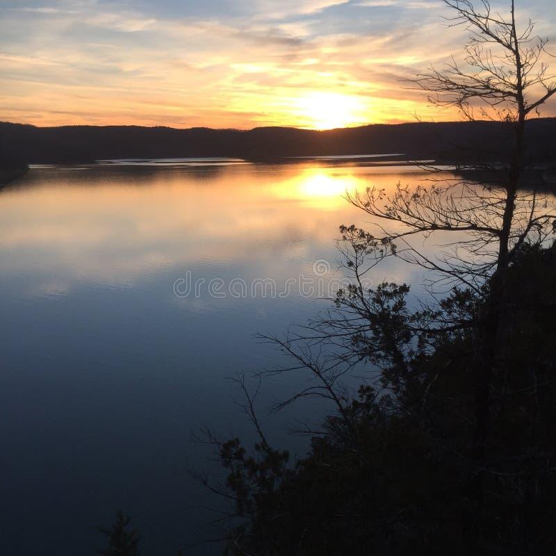 Coucher du soleil de lac rock de Tableau image libre de droits