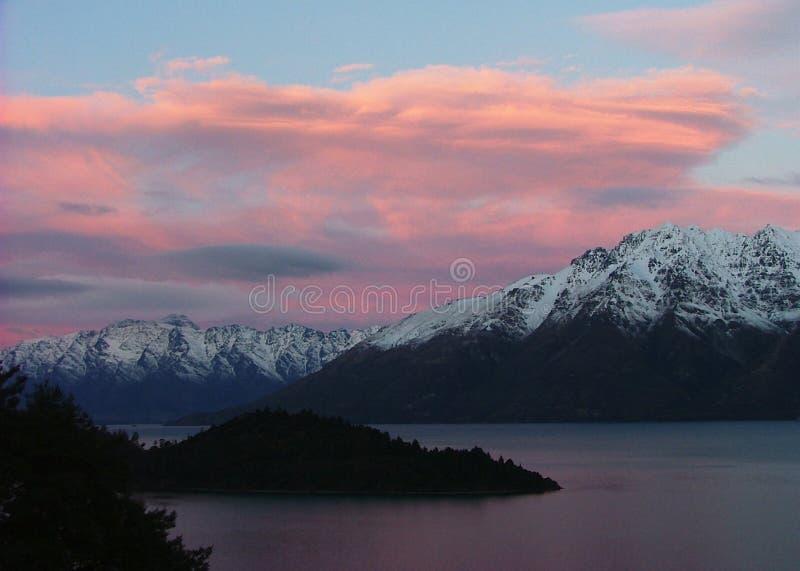 Coucher du soleil de lac Wakatipu, Queenstown, Nouvelle Zélande image stock