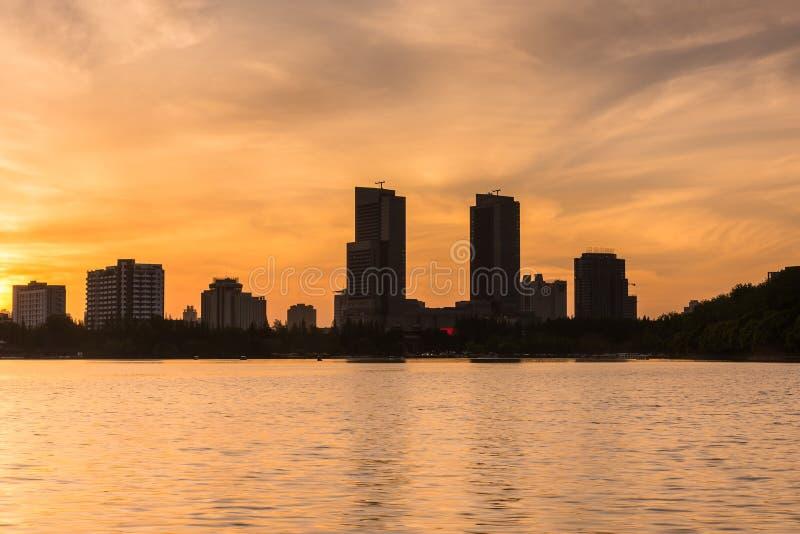 Coucher du soleil de lac Xuanwu image libre de droits