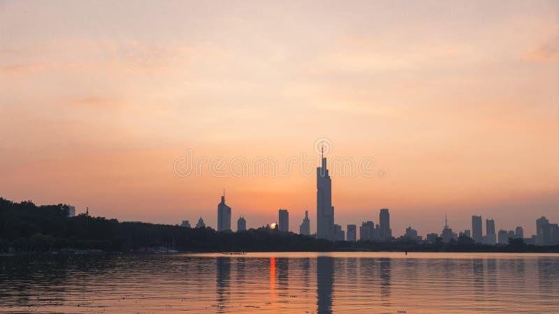 Coucher du soleil de lac de xuanwu photos stock