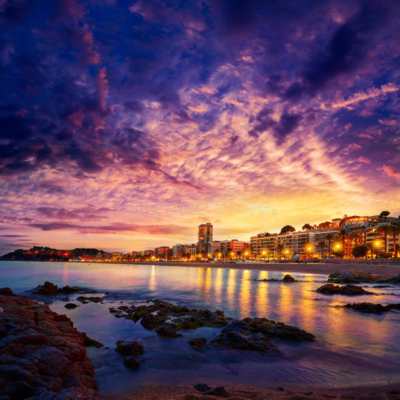Coucher du soleil de Lloret de Mar chez Costa Brava Catalonia photo libre de droits